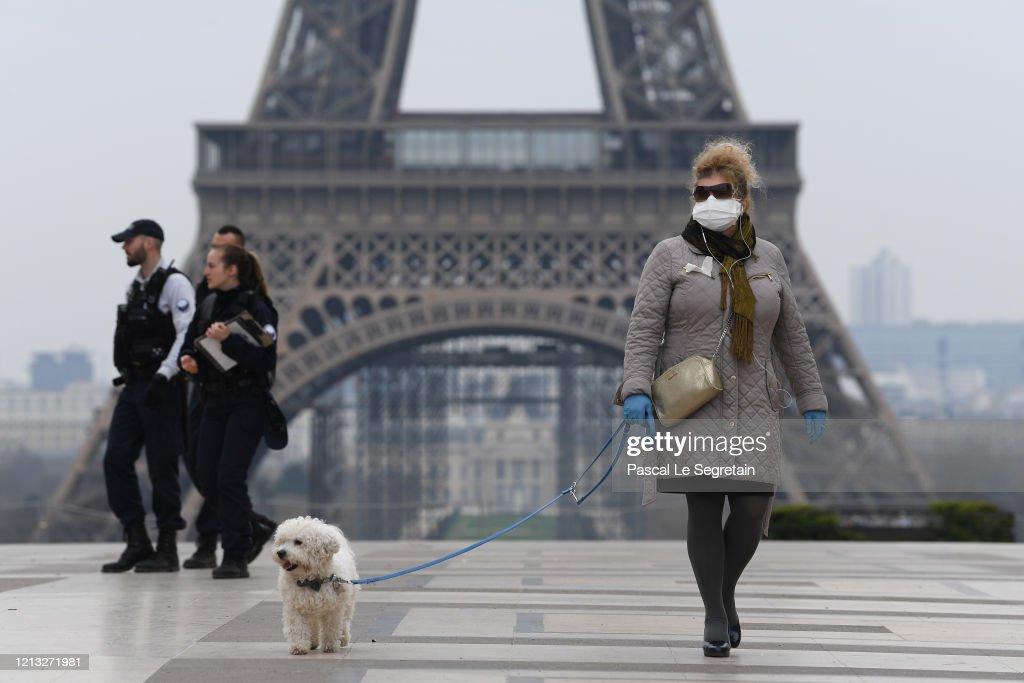 France Faces The Coronavirus : Nachrichtenfoto
