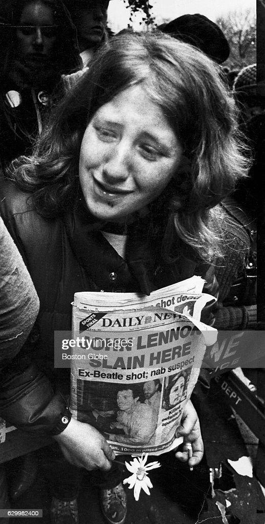 People React To The Death Of John Lennon : Foto jornalística