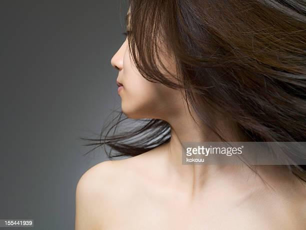 Woman who gazes at a long distance