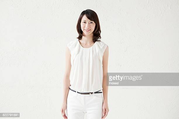 a woman who makes a pose - 白い服 ストックフォトと画像