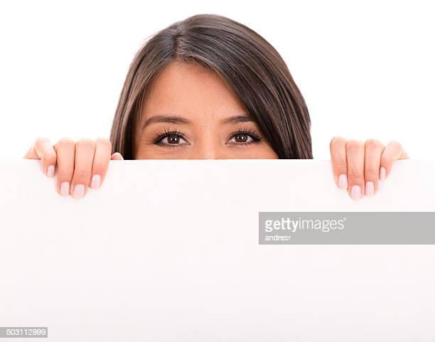 Femme avec une bannière