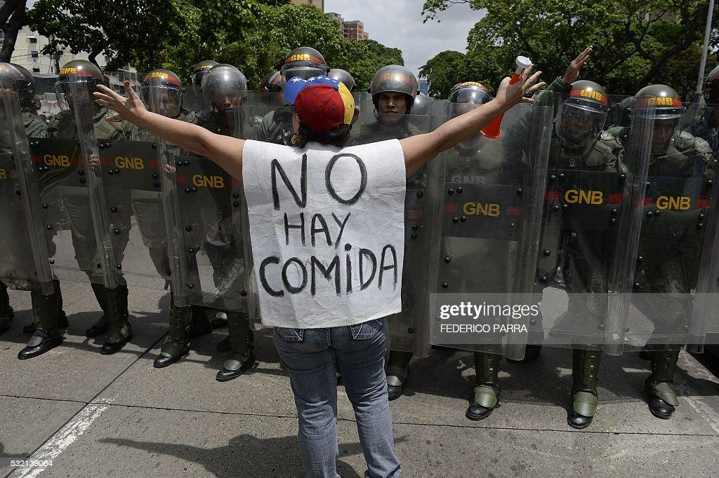 TOPSHOT-VENEZUELA-OPPOSITION-PROTEST : Foto jornalística