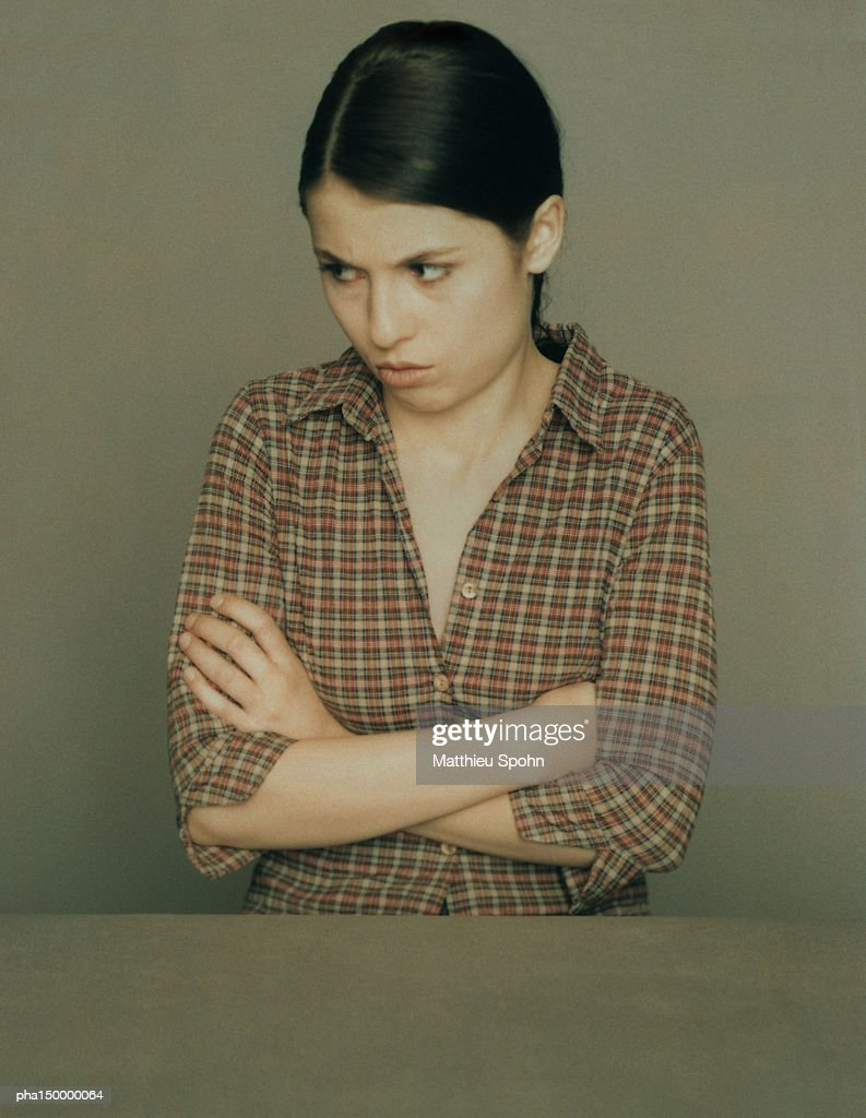 Woman with arms crossed, portrait : Stockfoto