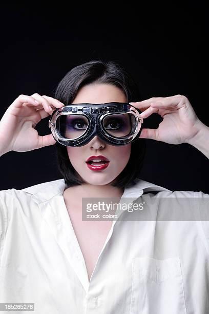 Frau mit Pilotenbrille