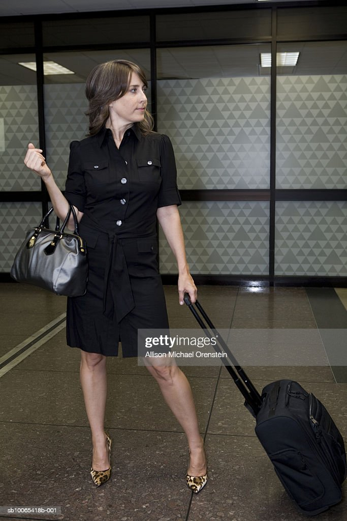 Woman with bag at airport : Foto stock