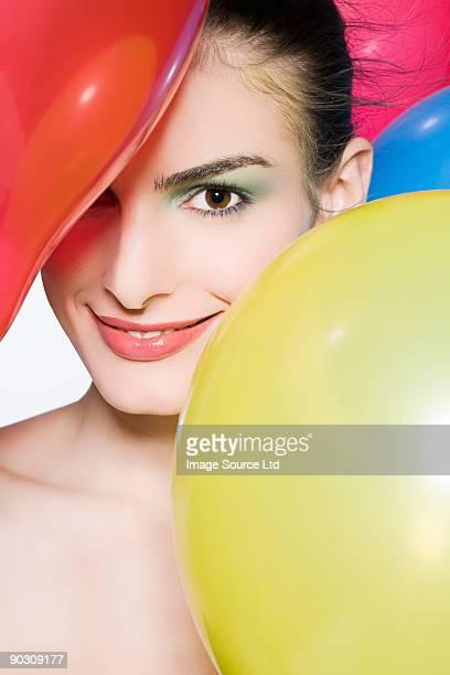 Mujer con globos