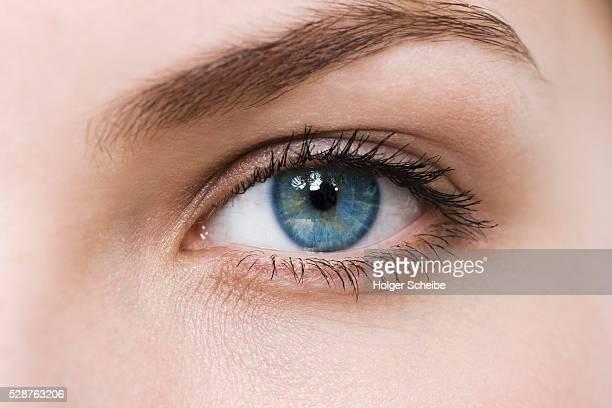 woman with blue eyes - oeil photos et images de collection
