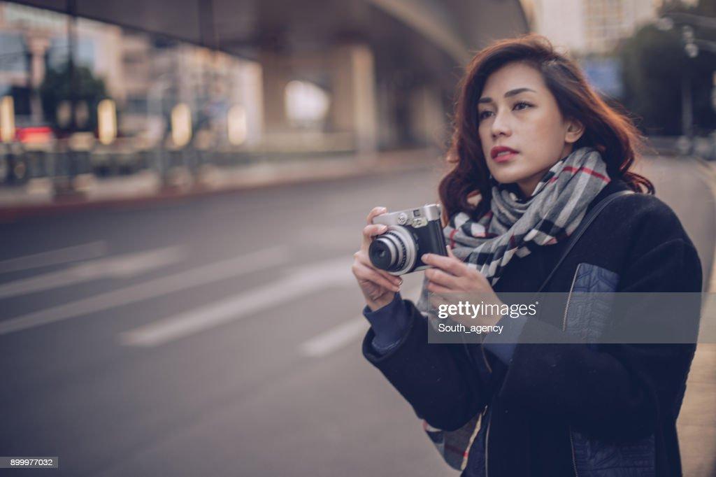 カメラを持った女性 : ストックフォト
