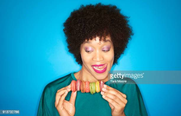 woman with colourful macarons - gier stock-fotos und bilder