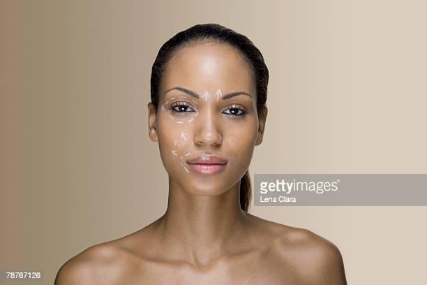 a woman with cosmetic surgery lines on her face - chica adulta negra espalda desnuda fotografías e imágenes de stock
