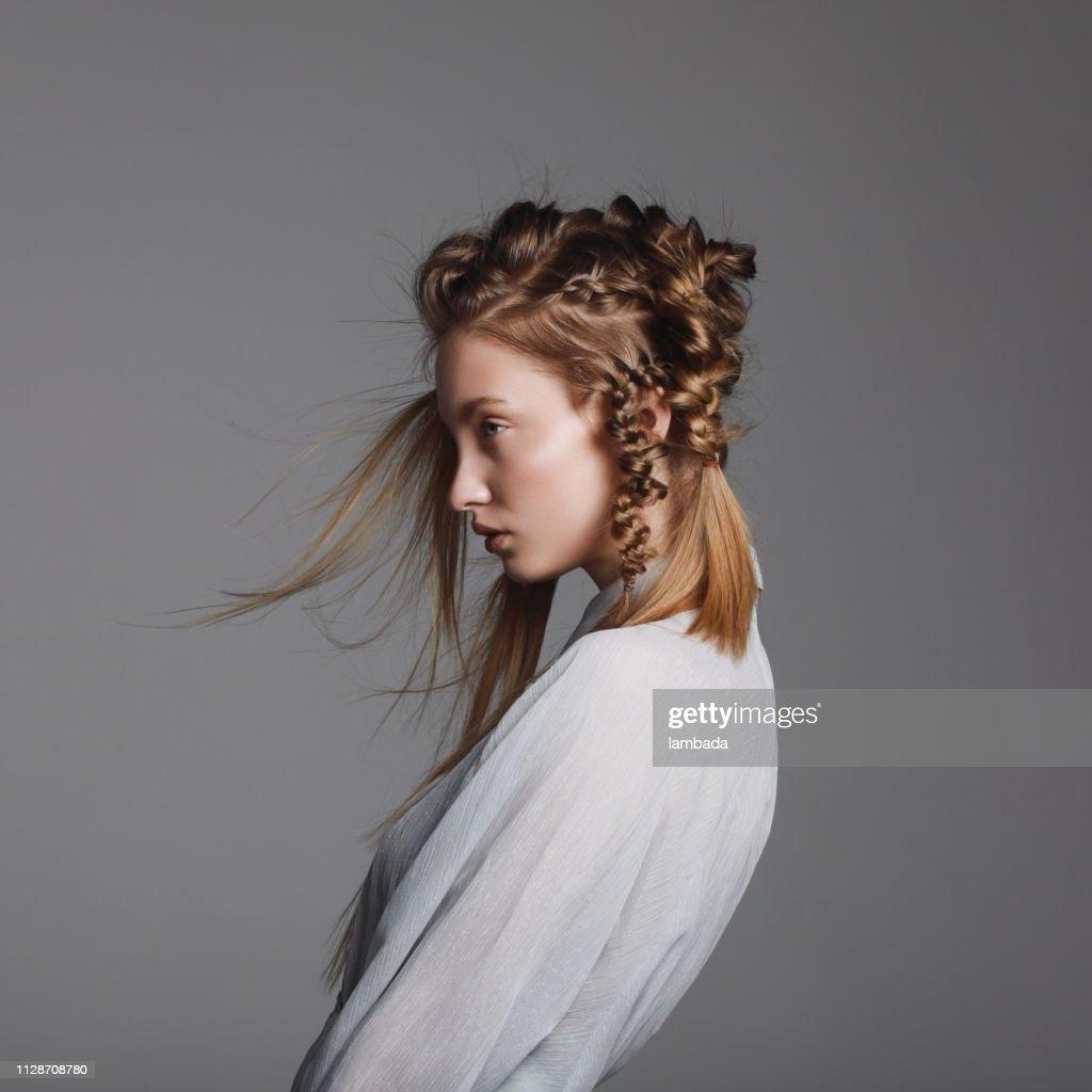 Donna con acconciatura creativa : Foto stock