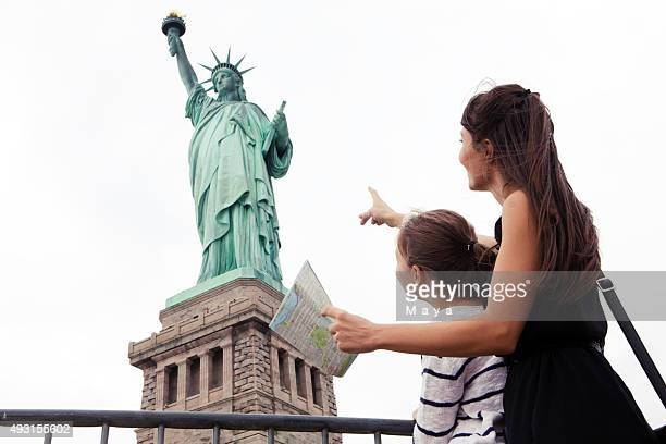 woman with daughter traveling - statue of liberty stock pictures, royalty-free photos & images