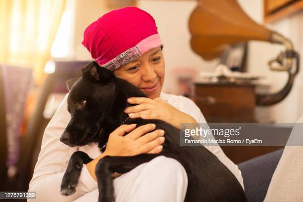 woman with dog at home - dog knotted in woman stock pictures, royalty-free photos & images