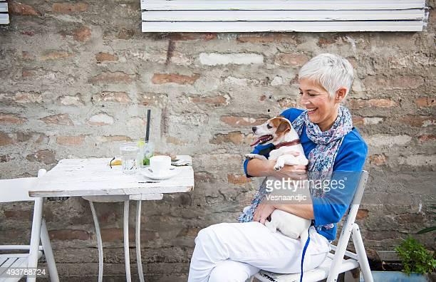 女性、犬には「ザカフェ」