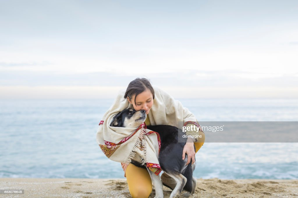 Woman with dog on the beach : Stock-Foto