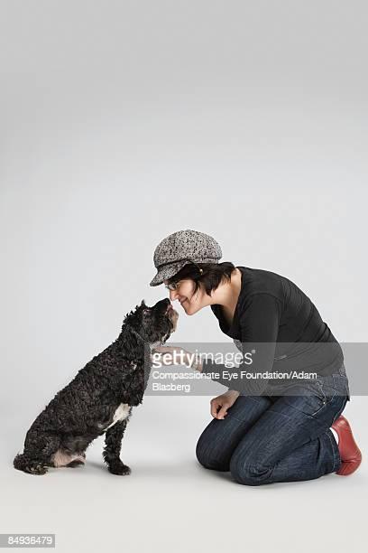 """woman with dog - """"compassionate eye"""" - fotografias e filmes do acervo"""