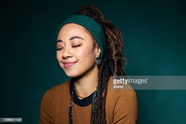 woman with eyes closed and smiling - hair band stock pictures, royalty-free photos & images