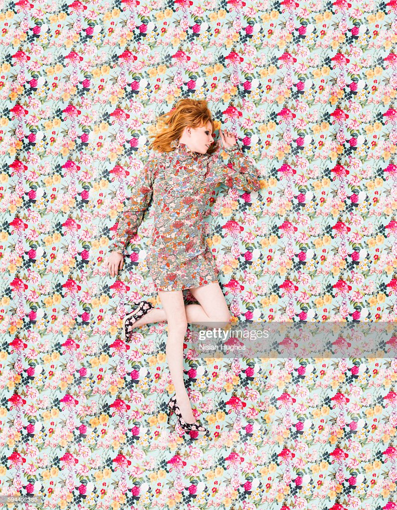 woman with floral print on floral background : Stock-Foto