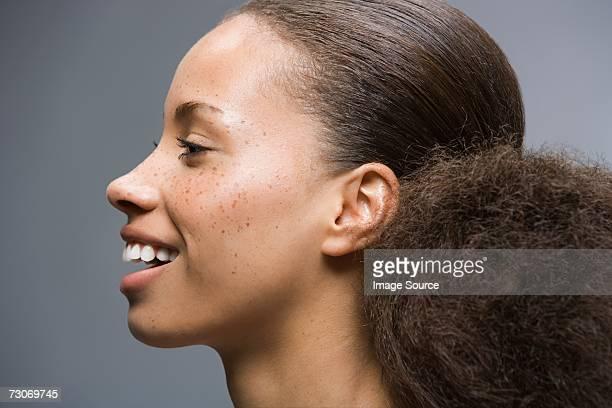 Femme avec des Cheveux crépus queue-de-cheval