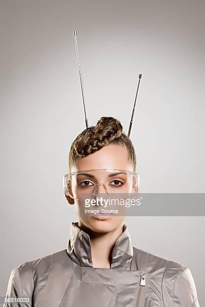 Mujer con gafas y antena