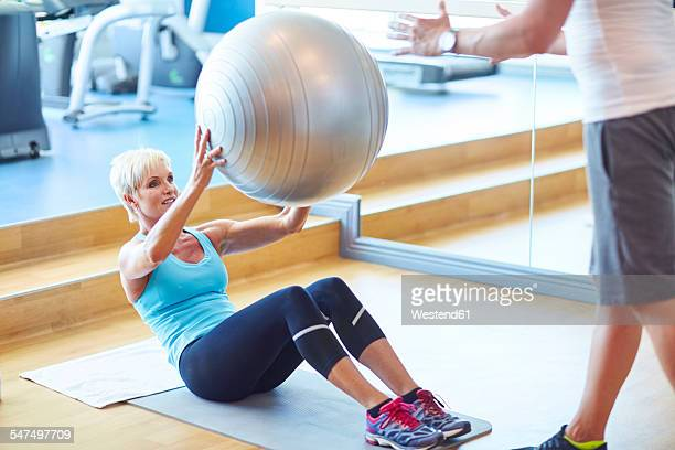 woman with gymnastics ball in the gym - gymnastique au sol photos et images de collection