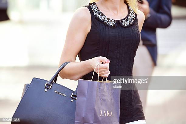 Woman with hand- and shopping bag