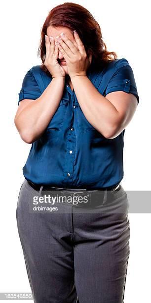 femme avec mains devant les yeux - big fat white women photos et images de collection