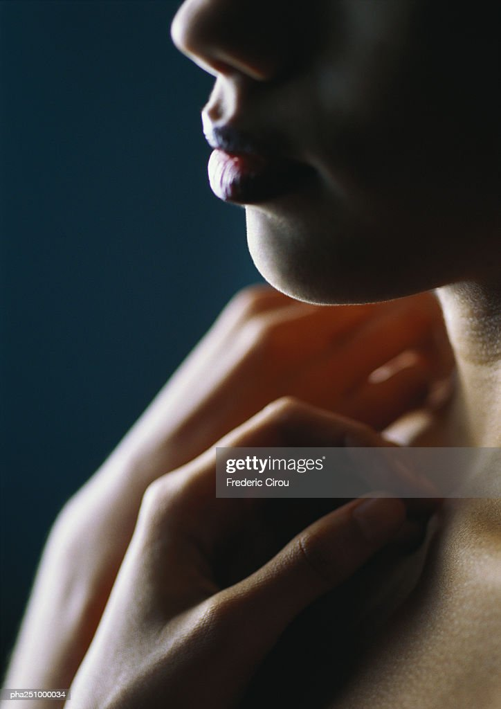 Woman with hands on chest, close-up : Stockfoto