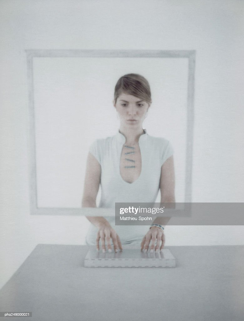 Woman with hands on keyboard : Stockfoto