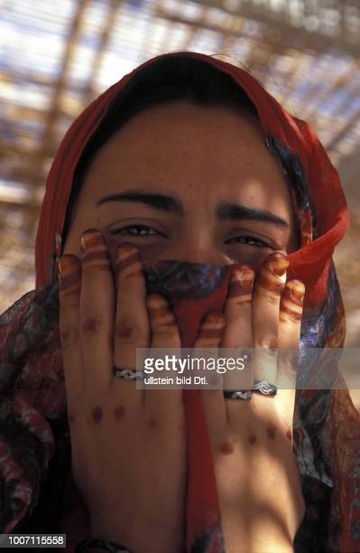 REFUGEE ALGERIA Woman with hands painted in henna at the Polisario Central Camp CDREF00142
