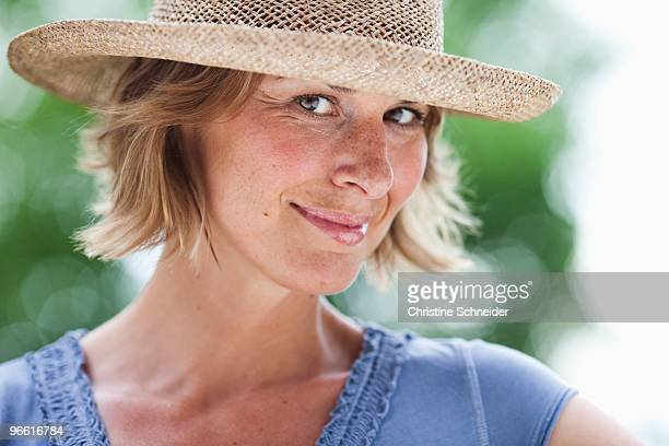 woman with hat looking at viewer - one mid adult woman only stock pictures, royalty-free photos & images