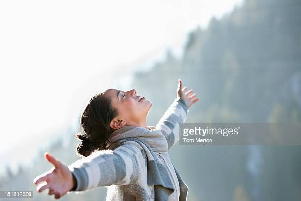 woman with head back and arms outstretched - welzijn stockfoto's en -beelden
