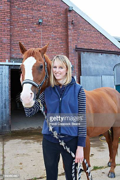 woman with horse - heidi coppock beard stockfoto's en -beelden