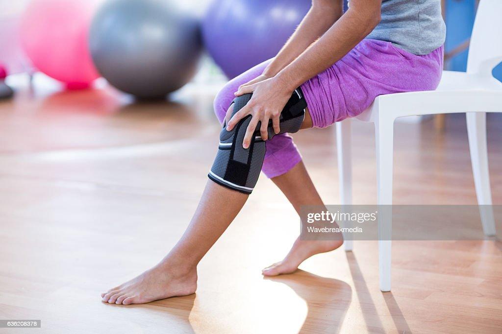 Woman with knee injury : Stock Photo