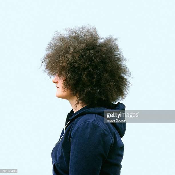 woman with large afro hair - personas cabeza grande fotografías e imágenes de stock