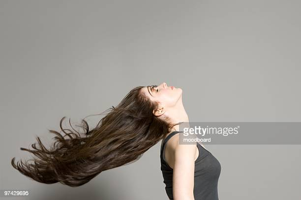 woman with long brown hair - lang haar stockfoto's en -beelden