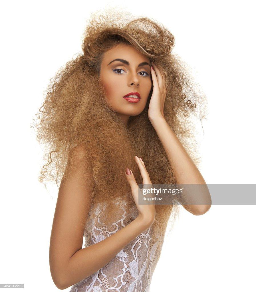 Mulher com cabelo longo Encaracolado : Foto de stock