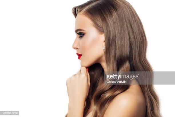 Frau mit lange gewellte Haare