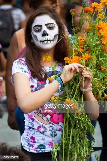 Femme avec oeillets d'Inde au moment du Día de los Muertos, Oaxaca