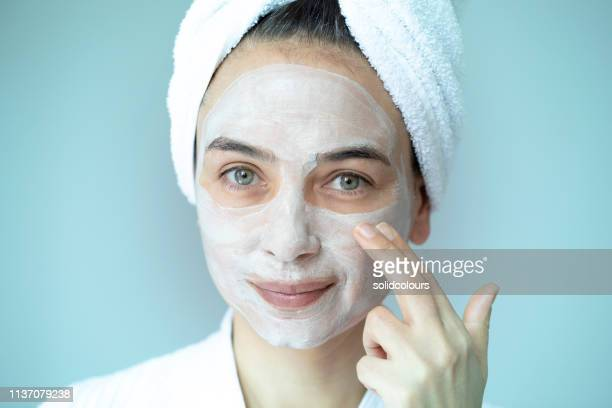 woman with mask - face masks imagens e fotografias de stock