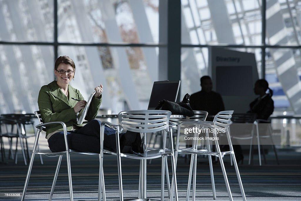Woman with newspaper : Stockfoto