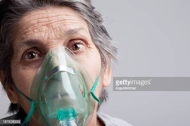 woman with oxygen mask - oxygen mask stock pictures, royalty-free photos & images
