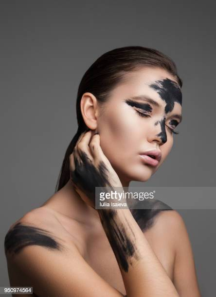 woman with paint on face - cuerpo pintado fotografías e imágenes de stock