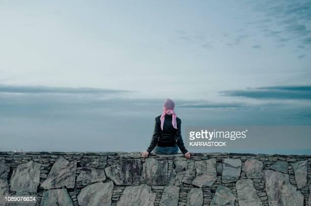 woman with pink headscarf, has cancer - cancer illness imagens e fotografias de stock