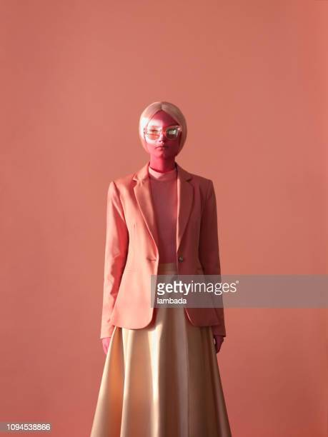 woman with pink skin and pink eye glasses - moda foto e immagini stock