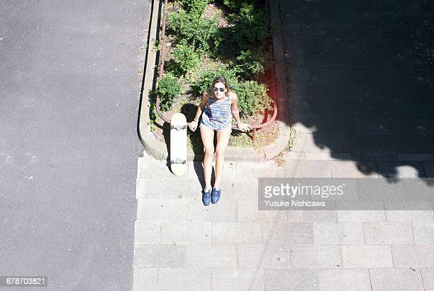woman with skateboard - yusuke nishizawa stock pictures, royalty-free photos & images