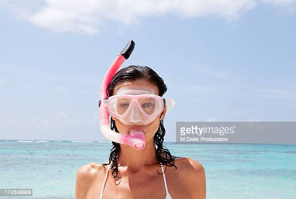 woman with snorkel and mask - scuba mask stock pictures, royalty-free photos & images