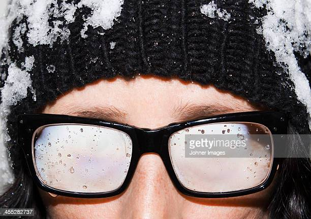 woman with steamy glasses - 深い雪 ストックフォトと画像