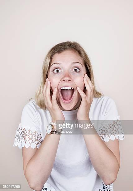 woman with surprised expression - pizzo foto e immagini stock