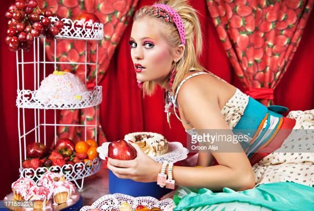 Frau mit sweet food